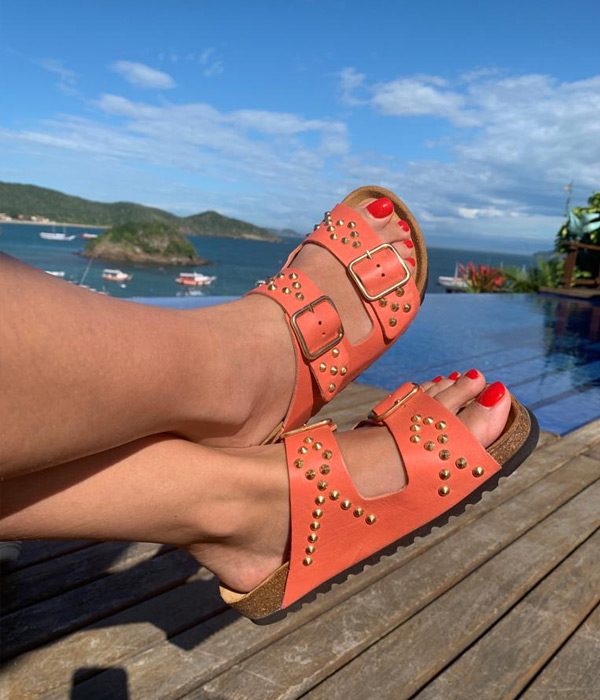 chinelo-tachas-coral